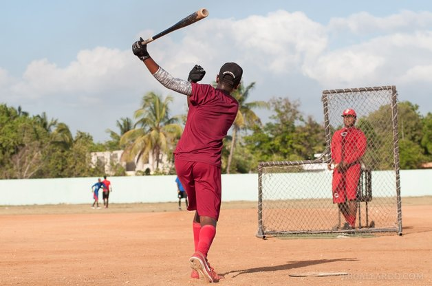 Batting practice for hopeful young Dominican ballplayers in Finca Vigía-Los Tanquecitos, Boca Chica, Dominican Republic